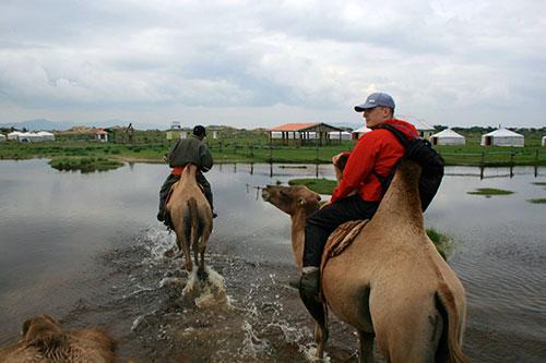 Mongolia camel riding