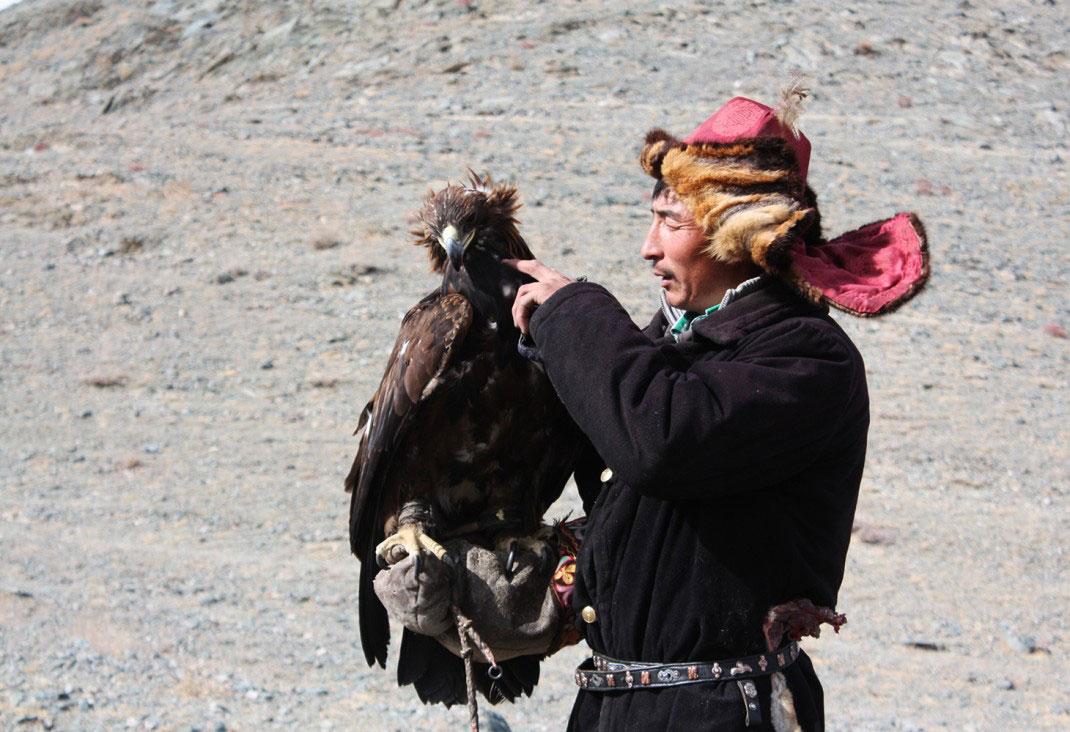 mongolia kazakh eagle hunter